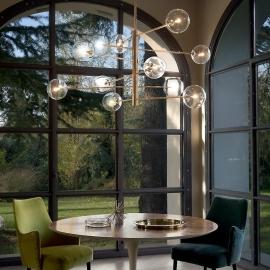 Lustre Equinoxe Ideal Lux en métal finition doré diffuseurs en verre soufflé transparent, idéal pour les espaces à grands volu